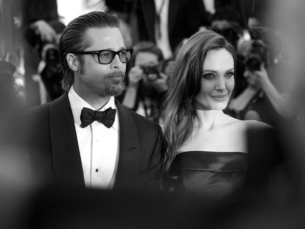 Black and white photo of Brad Pitt and Angelia Jolie together while they were married